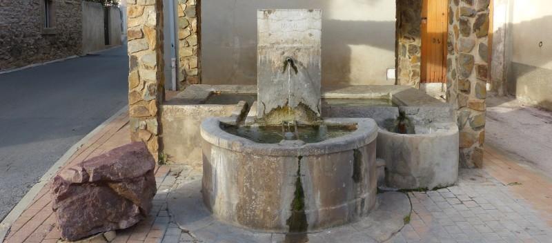 Pignans : fontaine av 8 mai 1945