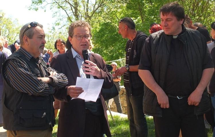 le président(Jean), M.le curé (Gaétan), M.le Maire(Robert)