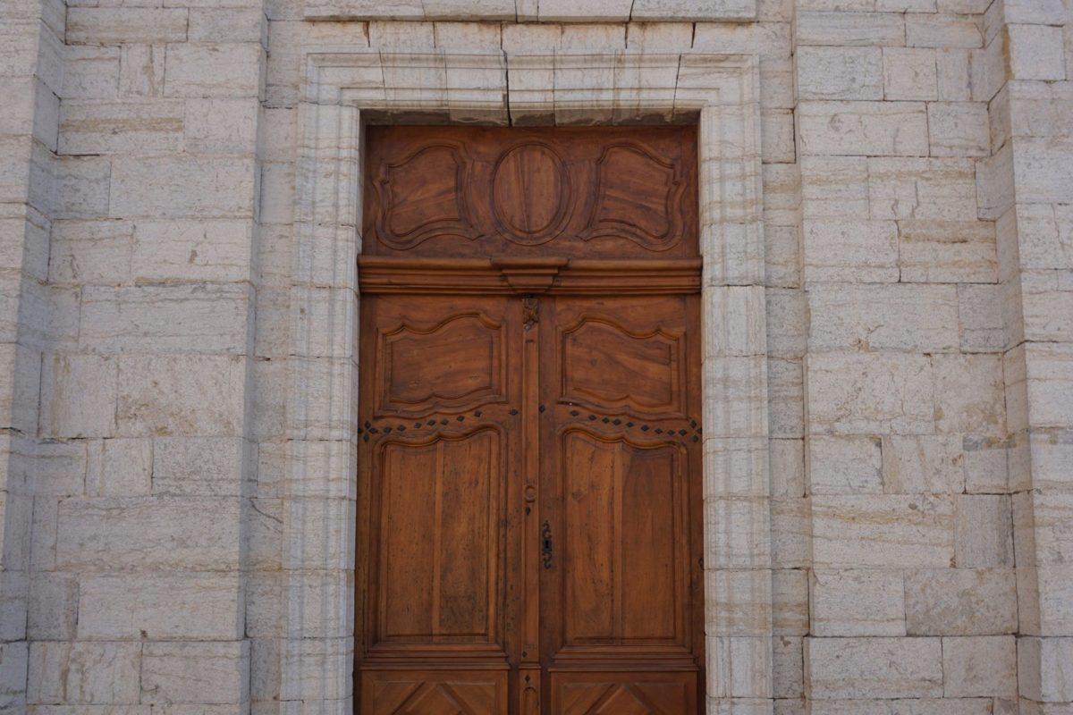 [Travaux] Collégiale de Pignans – Restauration des portes côté ouest